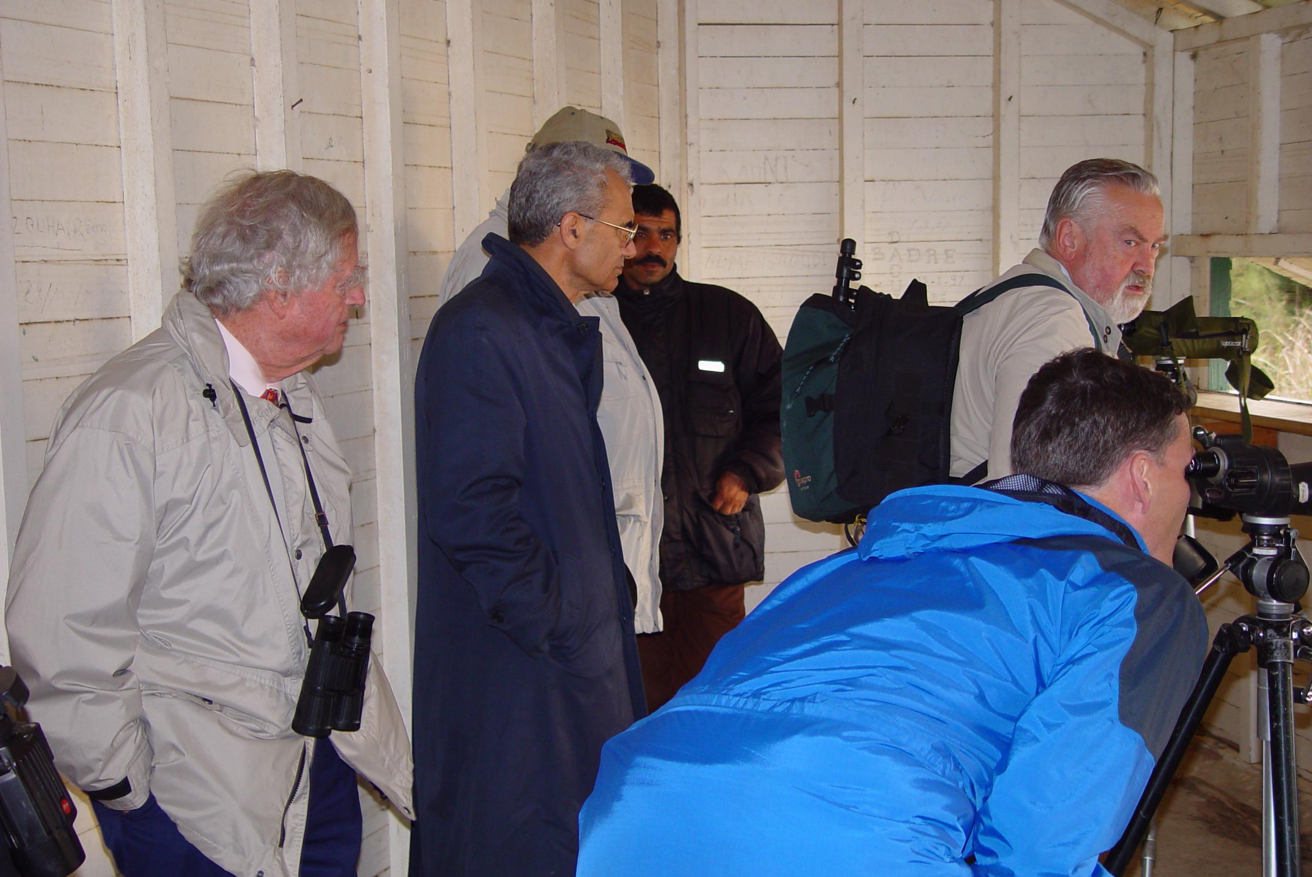 Feu Luc Hoffmann dans la hutte d'observation de la zone humide Merja de Sidi Boughaba région de Rabat avril 2002